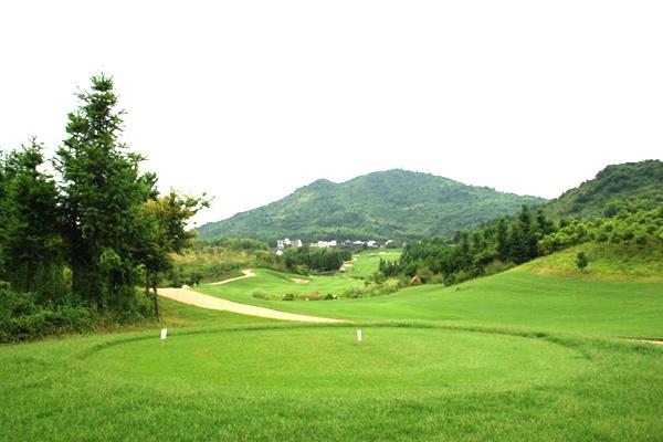 湖南:郴州南岭2天1晚  平日高尔夫可无限畅打